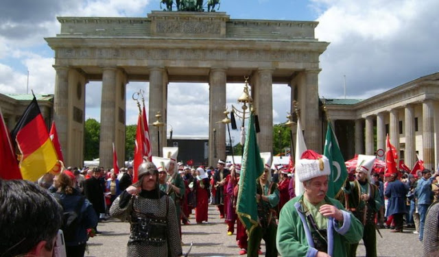 Η Γερμανία απλά παρακολουθεί τις δραστηριότητες της ΜΙΤ στην Γερμανία!