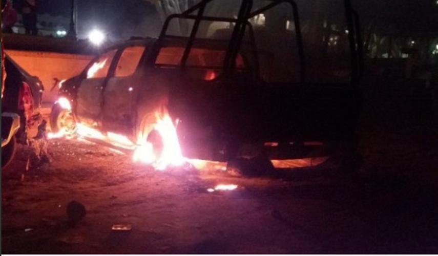 Comando sitia pueblo en busca de alcalde jefe de los pelones, ocho muertos entre ellos 5 policías