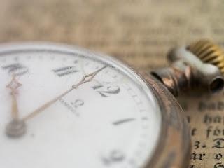 un ceas vechi - foto de Niklas Rhose - unsplash.com