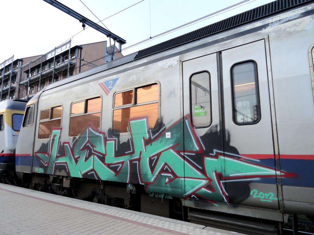 how to read train graffiti