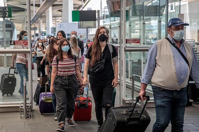 ¿Vas a viajar en tiempos de coronavirus? Toma estos consejos
