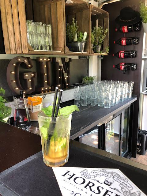 Caipirinha, Horsebox-Bar, Bayern, pop-up Bar, mobile Bar, Deutschland, Gin-Bar, Bar im Pferdehänger, Garmisch-Partenkirchen, Hochzeit, Events, Geburtstag, Feiern, Party-Bar, Bar mieten, Gin Tonic, Garmisch-Partenkirchen, Murnau, München, Bar im Pferdeanhänger