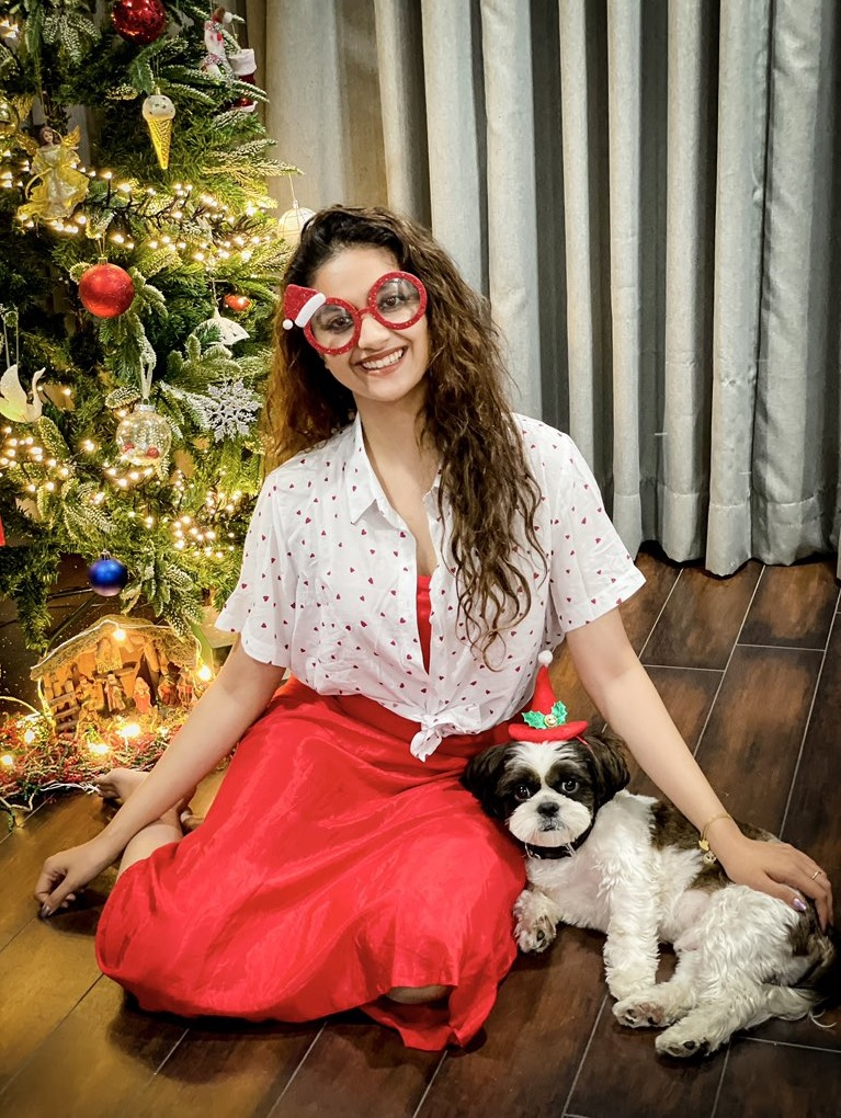 Keerthy Suresh Celebrating Merry Christmas with her Lovely Pet Dog Nyke 2