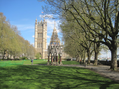 Let's draw Westminster: Houses of Parliament and River Thames