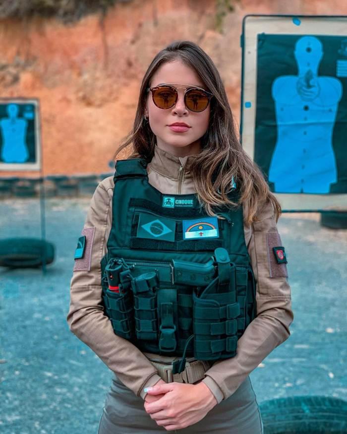 Gabriela Queiroz hot images