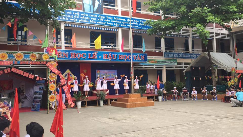 Hội trại truyền thống tại trường THCS Nguyễn Thị Minh Khai