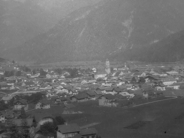 Detail - Mittenwald von den Hügeln südlich der Stadt - um 1920?