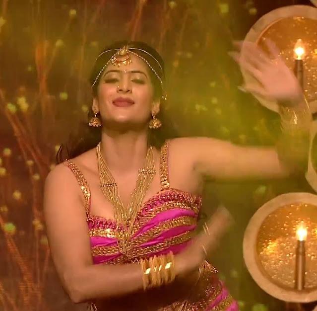 Indian Actress Neha Saxena Hot Sexy Images Navel Queens