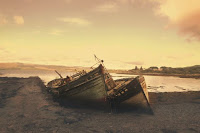 Shipwreck BW - Photo by WEB AGENCY on Unsplash