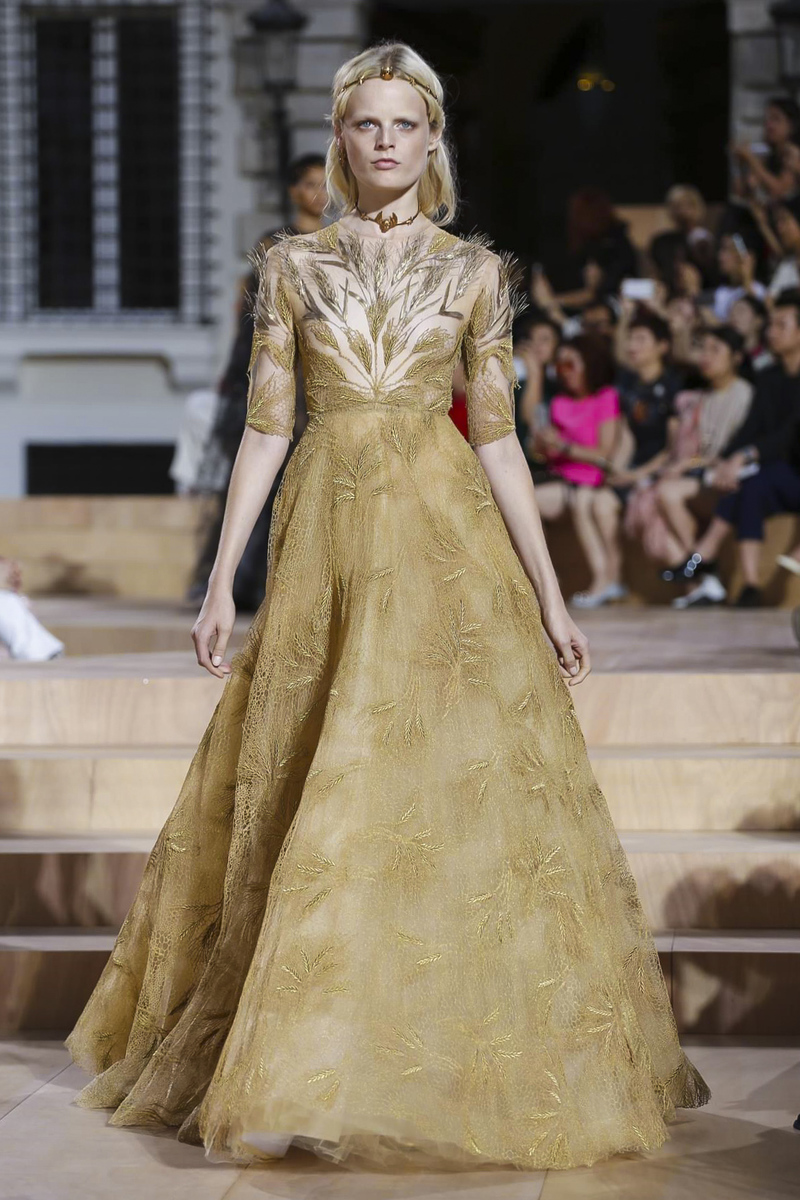 Valentino haute couture fall winter 2015 2016 the for Haute couture translation