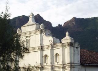 Lugares Turísticos De San Salvador: La Puerta del Diablo