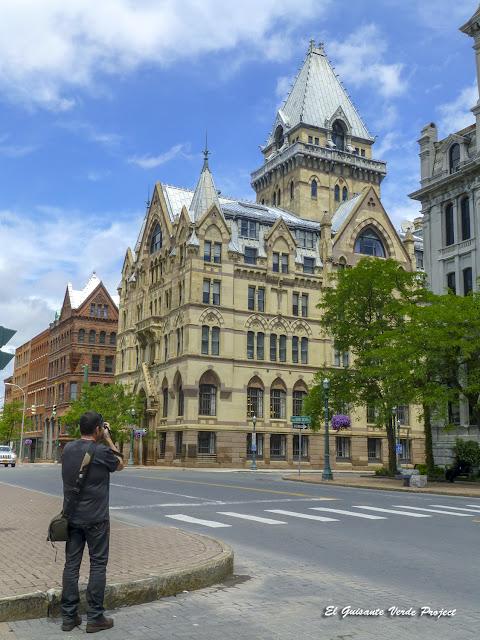 Fotografiando en Clinton Square - Syracuse, NY por El Guisante Verde Project