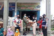 Serka  Sasmito Babinsa Koramil 05/Gas Kodim 0314/Inhil Mendampingi  Penyaluran BPNT di Belantaraya