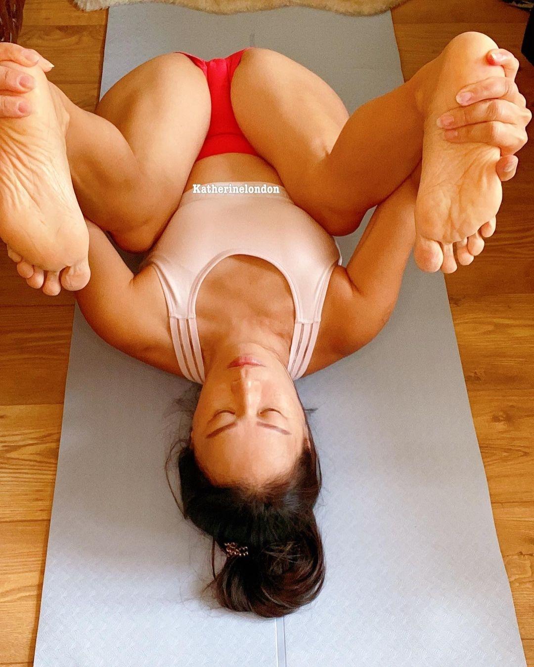 Happy Baby (Anand Balasan) yoga pose