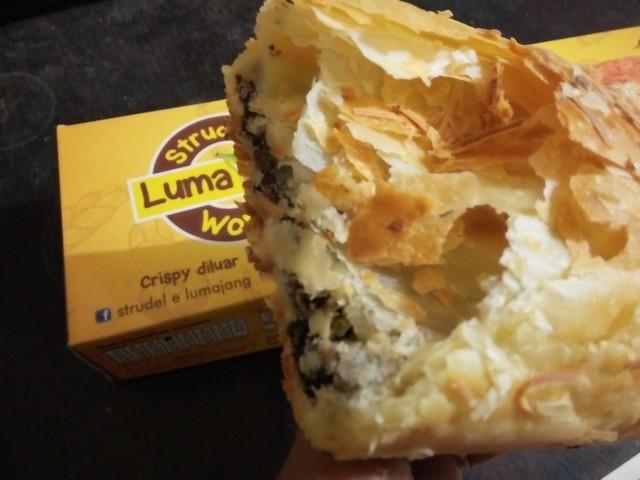 """Strudel é Wong Lumajang;""""Strudel é Wong Lumajang"""" Pilihan Oleh-oleh Khas Lumajang;Strudel Adalah Kue Kekinian Favorit Bagi Pecinta Pastri;Strudel Pisang Favorit;"""
