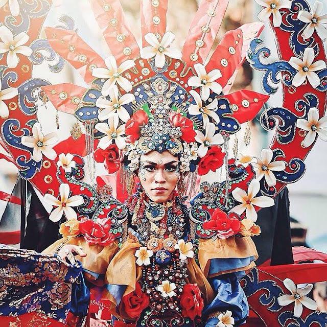 foto kostum malang flower carnival