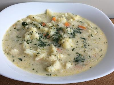 Zupa z kalafiora ze śmietaną i koperkiem