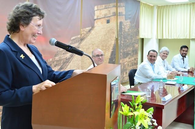 Visita de embajadora de Francia a la UTM