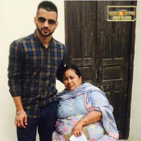 Indian Hockey Player Manpreet Singh and his mom photo