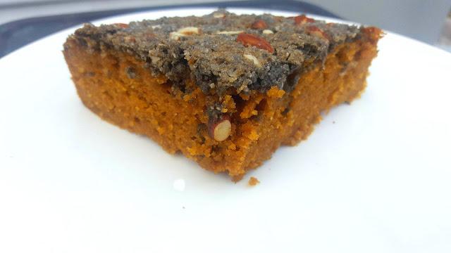 Sponge cake au carottes et crumble croquants aux amandes