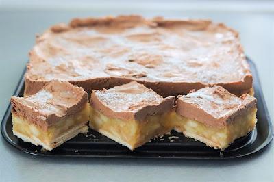 ciasta i desery, ciasto bez pieczenia, ciasto na imprezę, ciasto na święta, ciasto z jabłkami, dobre ciasto, jabłka, krem kawowy, przepis na ciasto, szybkie ciasto,