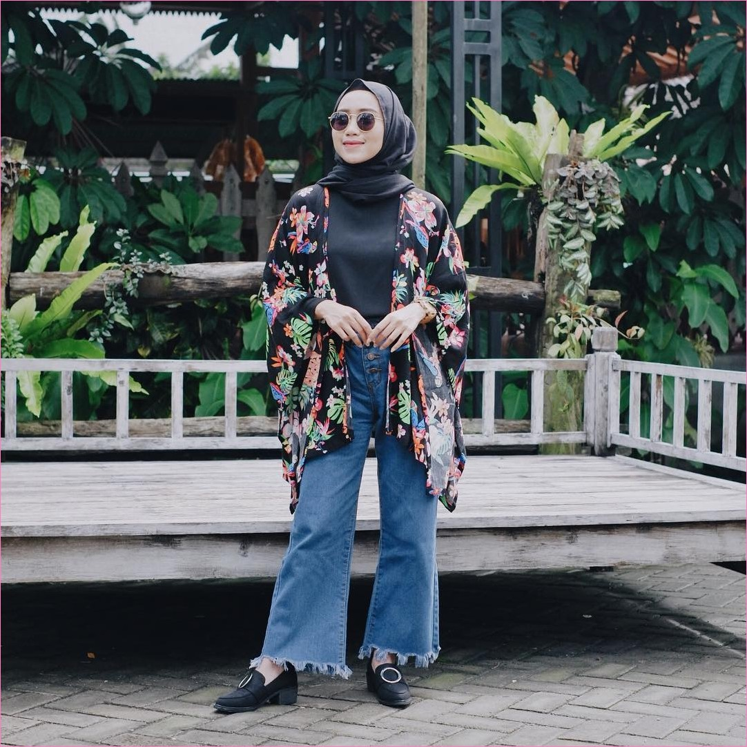 Outfit Celana Jeans Untuk Hijabers Ala Selebgram 2018 mangset outer oren hijab pashmina diamond hitam pants jeans denim ciput lace ups loafers and slip ons jam tangan krem kacamata bulat ootd trendy