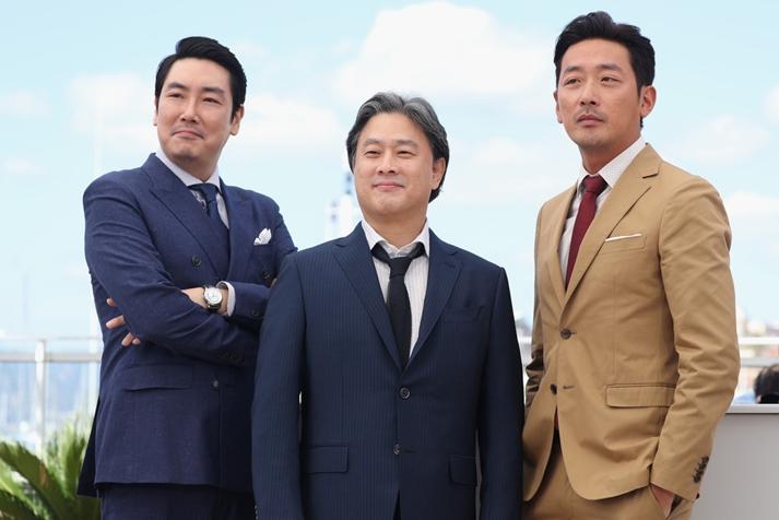 Park Chan-wook y el equipo de The handmaiden en Cannes
