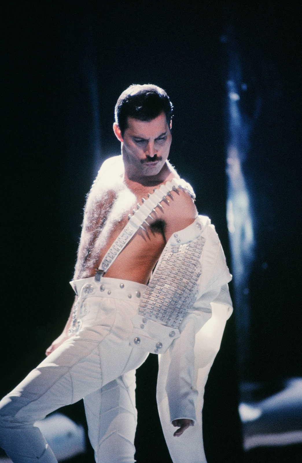 'Time Waits For No One'  bisher unveröffentlichter Auftritt von Freddie Mercury | Musikvideo des Tages