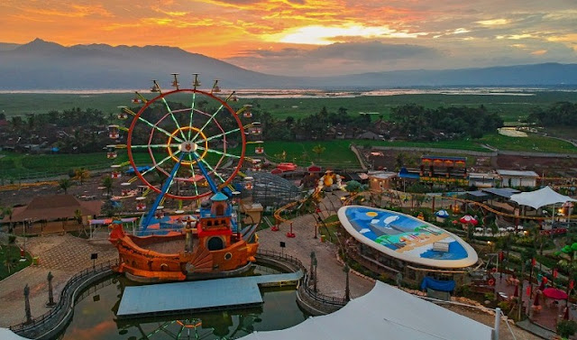 ferris wheel Saloka Theme Park