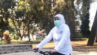 Gubernur Khofifah Gowes dengan Sepeda Produk Asli Sidoarjo
