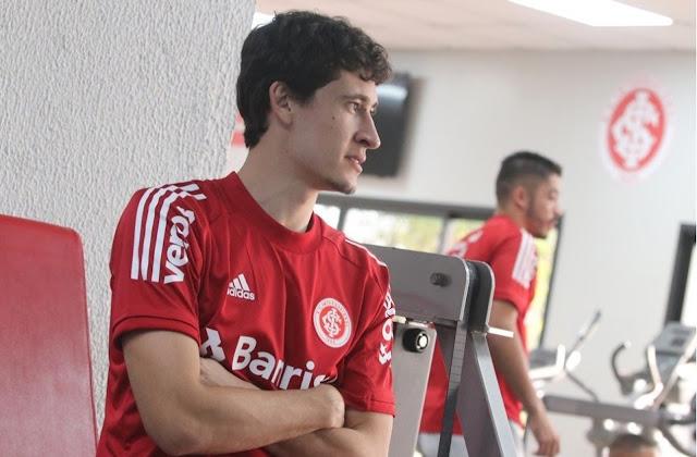 Volante do Inter esteve na reapresentação (Foto: Ricardo Duarte / Inter)
