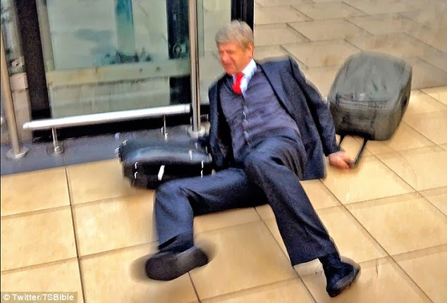 arsenal manager slips and falls down