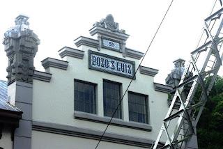 Vista parcial de uno de los edificios del pozo San Luis
