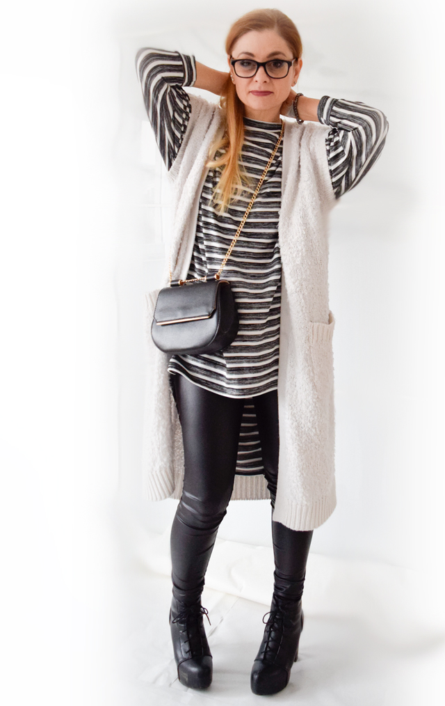 die Edelfabrik - Schwarz-Weiß Outfit mit langer Weste und gestreiftem Oversized Shirt