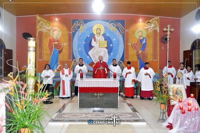 Mosteiro Bom Pastor - 17 jovens São crismados no dia da Santíssima Trindade