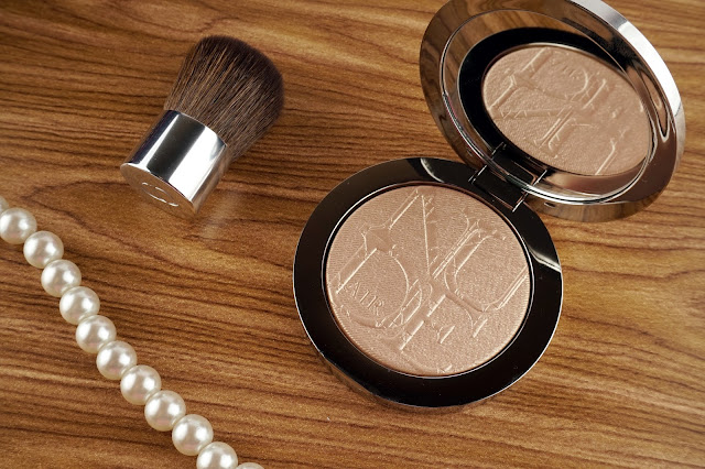 diorskin nude air luminizer shimmering sculpting powder 001 review swatches 3