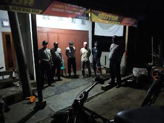 Cegah Angka Kriminal Personil Polsek Cendana Polres Enrekang Melaksanakan Patroli Blue Light