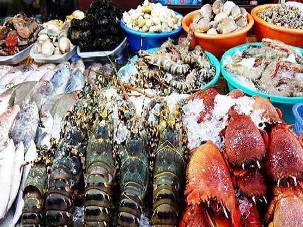 Thủy hải sản nhập khẩu rớt giá, vì sao?