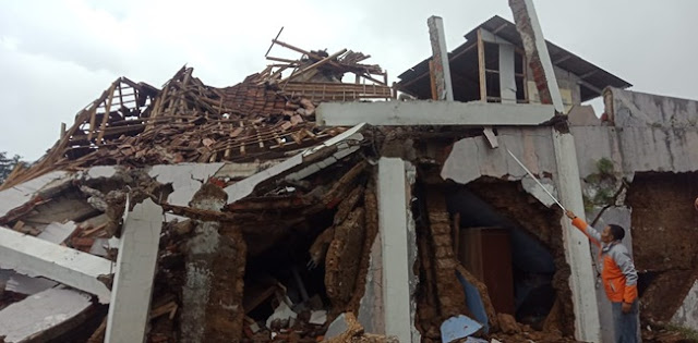 Diguncang Dua Kali Gempa, Sejumlah Rumah Di Sukabumi Rusak Parah