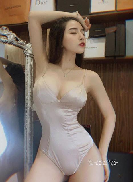 """Hotgirl sở hữu gương mặt búp bê, thân hình nóng bỏng, nổi tiếng với danh xưng """"siêu vòng 3"""""""