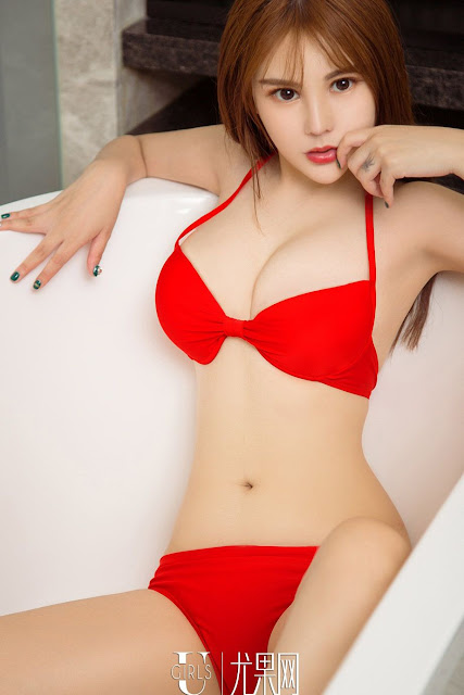 Hot and sexy photos of beautiful busty asian hottie chick Chinese booty model Liu Yu Tong photo highlights on Pinays Finest Sexy Nude Photo Collection site.