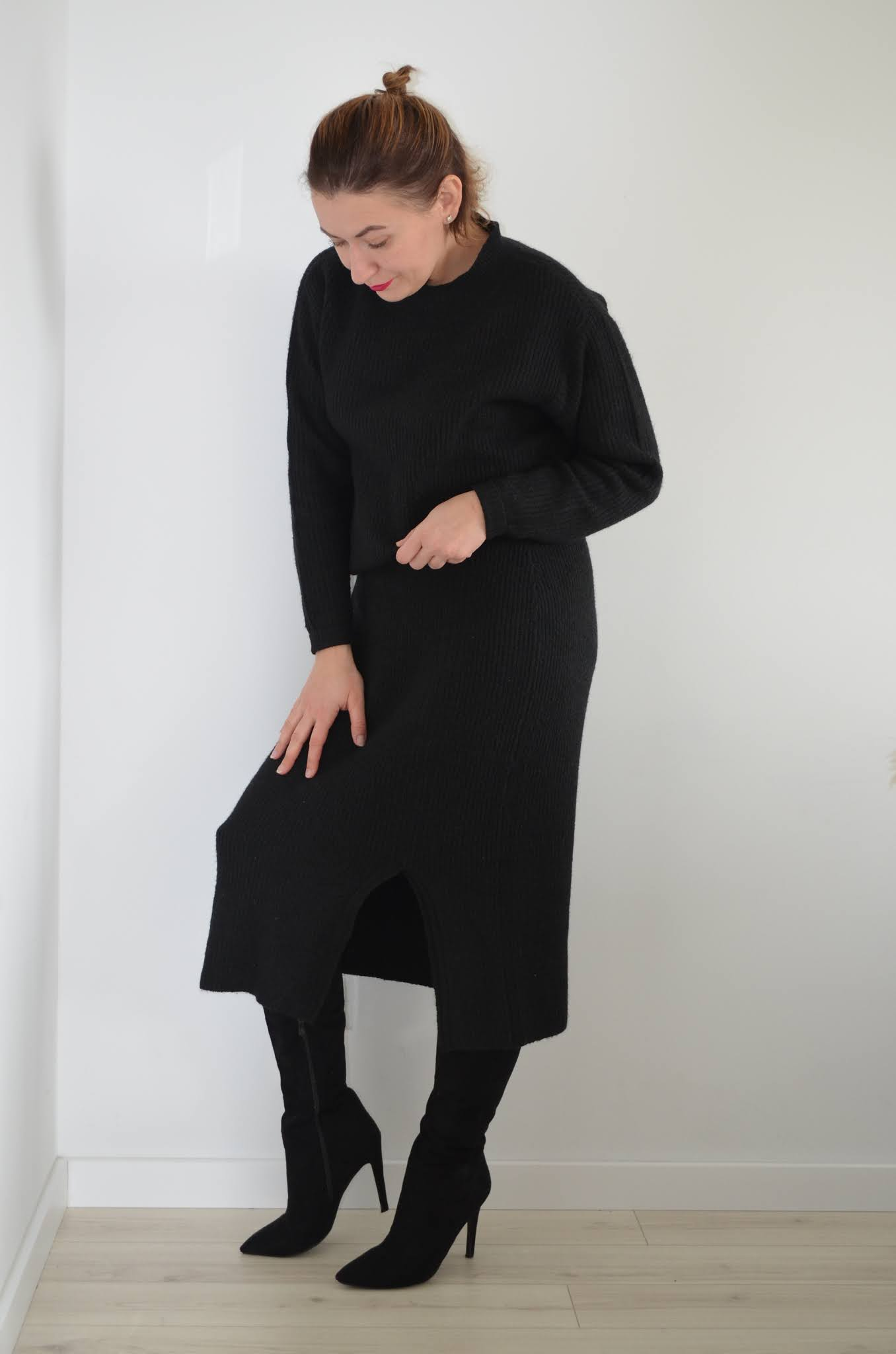 black total look;all black everything;dzianinowy czarny komplet Bonprix;kożuch Zara;fashion;moda;wysokie kozaki Zara;czarna stylizacja;blogerka modowa Wrocław;40+;40plusfashion;40plusstyle;