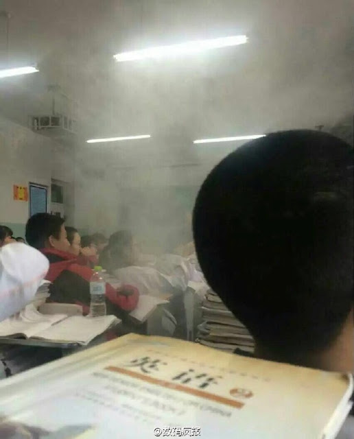 Xiaomi Mi 4 explodes while charging in a classroom in China