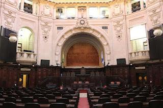 http://vnoticia.com.br/noticia/3436-posse-dos-deputados-eleitos-nesta-sexta-na-alerj