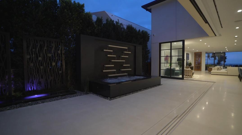 33 Photos vs. Tour 2914 Ocean Blvd, Corona Del Mar, CA Ultra Luxury Home Interior Design
