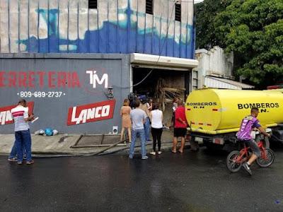Incendio consumió ferretería en el sector Villa Consuelo,