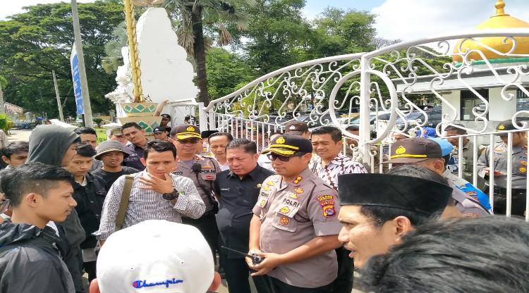 Kepolisian Polres Serang Kota Amankan Aksi Massa GEMAS di Depan Pendopo Bupati Serang