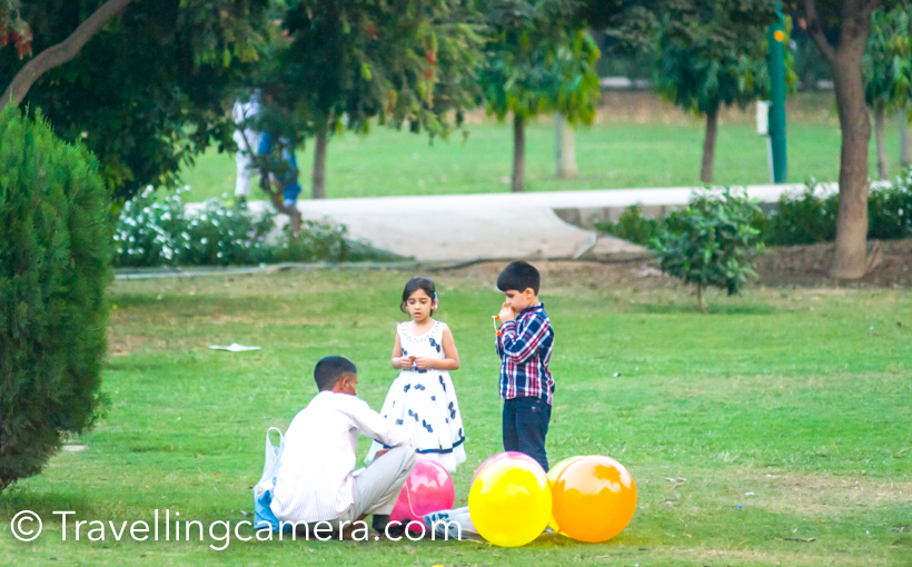Many families visit Laodhi Garden during the weekends and especially in evenings. Kids can be seen buying baloons, candies and playing football. Some of the parents ensure that kids make best use of open space and do some exercise in terms of games like football, badminton, cricket etc.