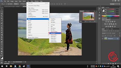 4. Nah nantinya akan banyak muncul pilihan Blur, mulai dari Field Blur, Iris Blur, Tilt-Blur, Average, Blur, Blur More, Box Blur, Gaussian Blur, Lens Blur, Motion Blur, Radial Blur, Shape Blur, Smart Blur, dan Surface Blur. Silakan kalian coba satu persatu, namun yang akan saya contohkan kalia ini yaitu menggunakan Lens Blur