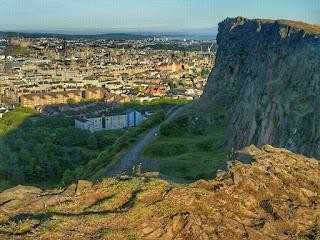 Laufen in Schottland Arthurs Seat